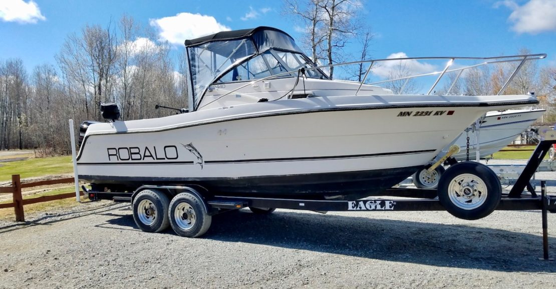 24' Robalo 2440 Walaround 1994 starboard looking pretty