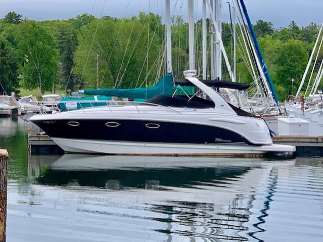 33' Chaparral 330 Signature 2004 port side at dock