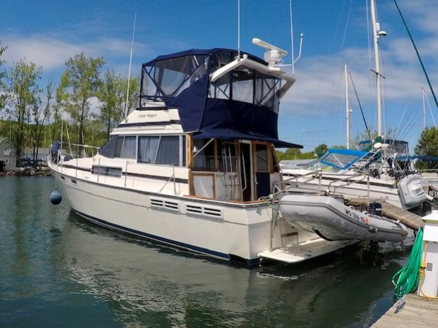 38' Bayliner 3818 Motoryacht 1989 Port Side at Dock