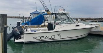 26' Robalo 2540 Walkaround 1997 floating port side