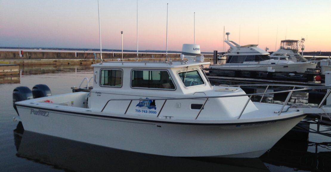 33' Parker 2530 Extended Cabin 2014 Port at Dock
