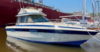 Chris Craft 333 Sedan 1985 Starboard Two